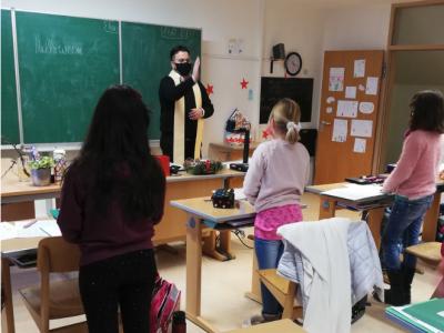 Weihnachtssegen für Niedernburger Schülerinnen